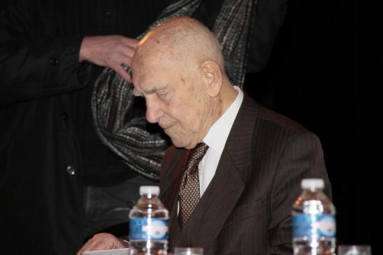 Stéphane Hessel à Bagnols sur Cèze 7/02/2012