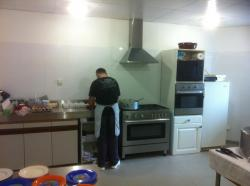 marcel-dans-la-nouvelle-cuisine-spacieuse-et-fonctionnelle-merci-la-mairie.jpg